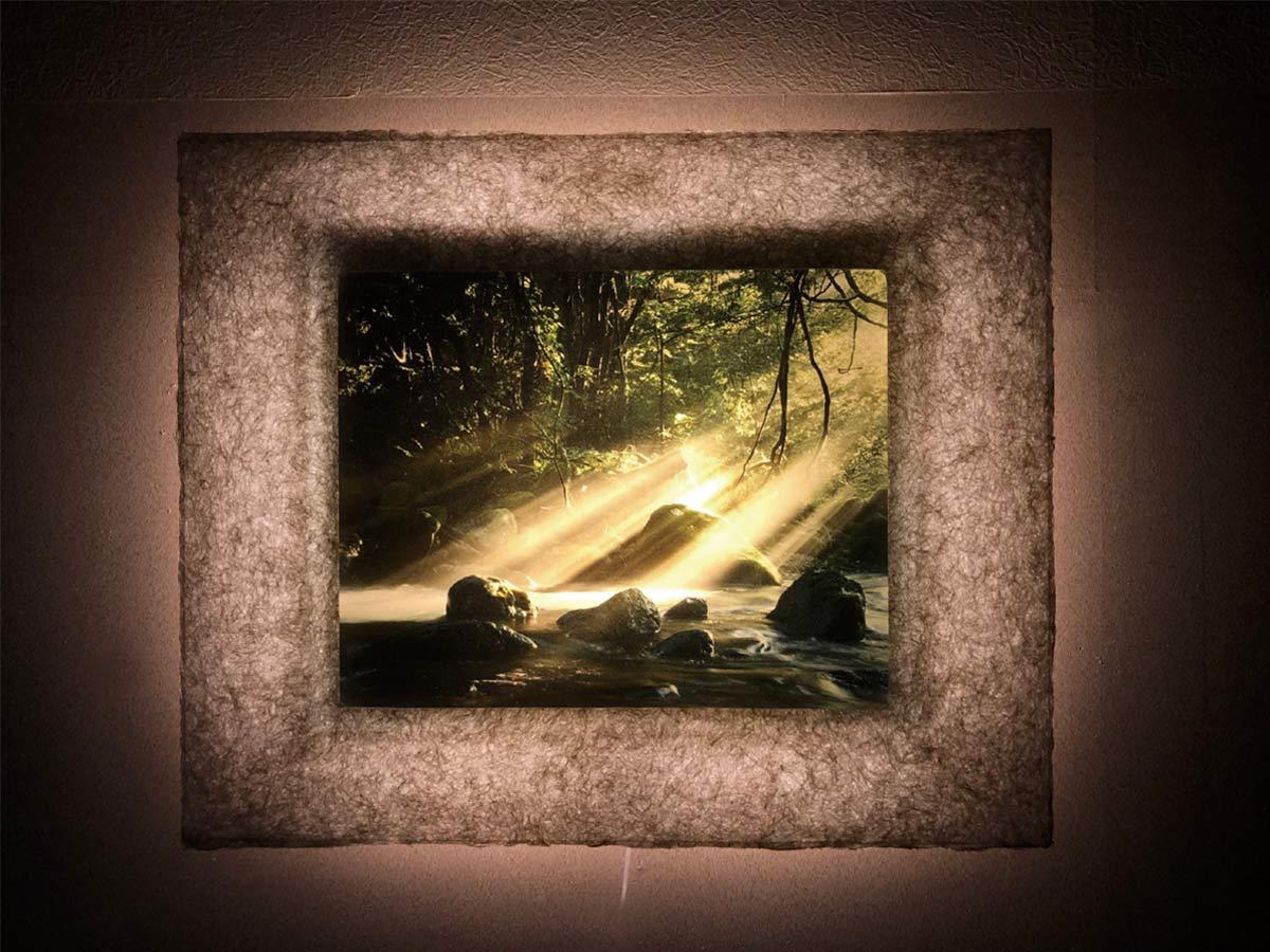 夜は背面のLEDで幻想的に輝く和紙ック-WA CHIC-