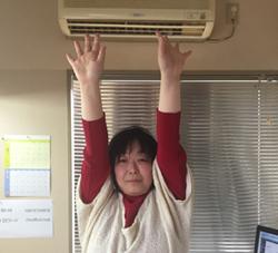 職場の真ん中でいきなりラジオ体操を始めたらどうなるか